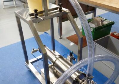 Half automatische piston vuller voor Belgische sauzen product.