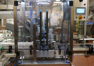 Double servo capping machine for grated cheese jars